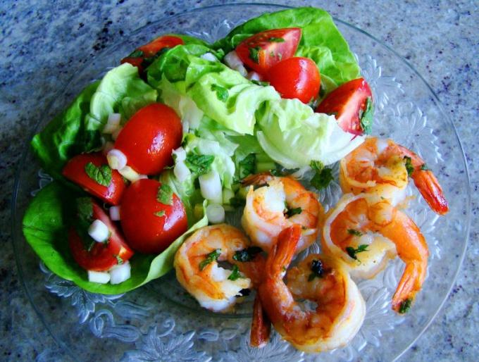 Овощные салаты с оливковым маслом богаты витаминами, полезны для организма