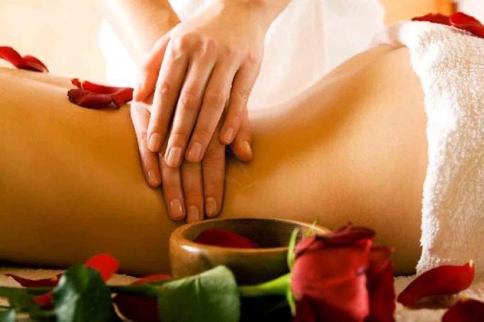 Как делают моделирующий массаж тела