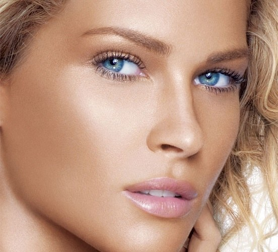 How to use a bronzer correctly