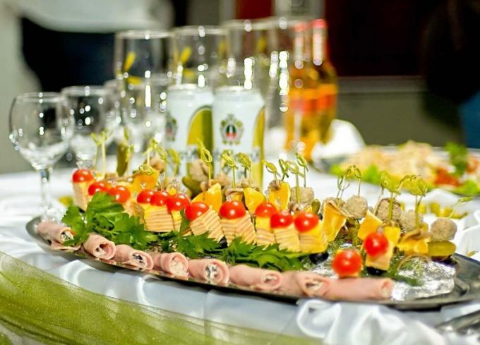 Фуршетное меню: подбор блюд и оформление стола