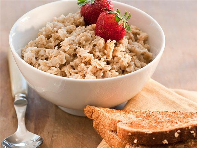 What is the difference between oats and oatmeal