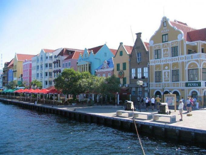 Набережная в Сент-Киттсе и Невисе