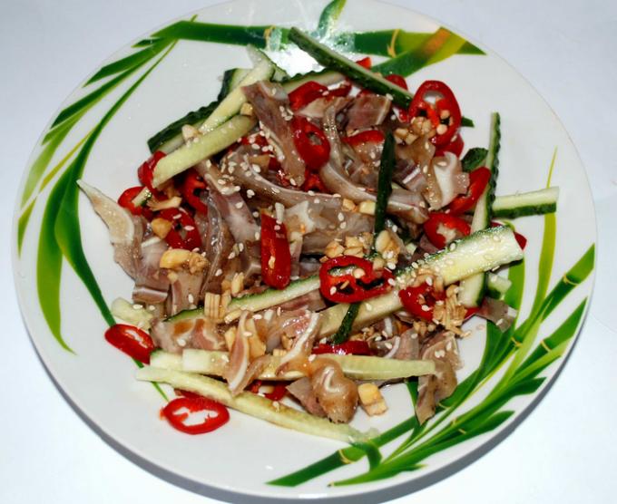 Салат из свиных ушей: рецепты