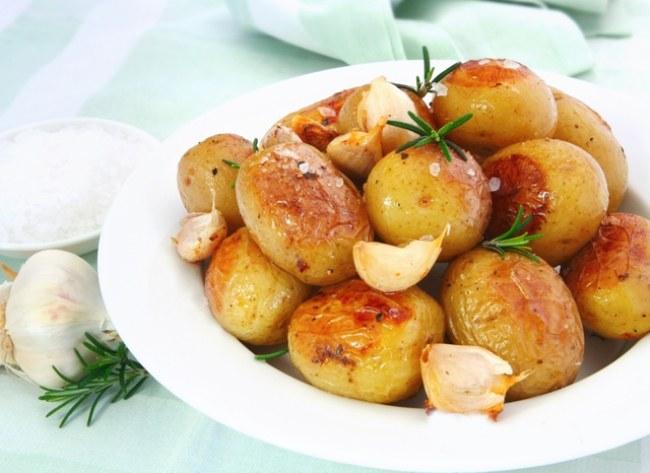 Запеченный в мультиварке картофель - вкусное украшение стола