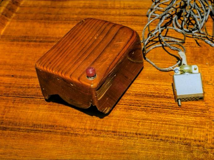 Первая компьютерная мышка была совсем не похожа на сегодняшнюю