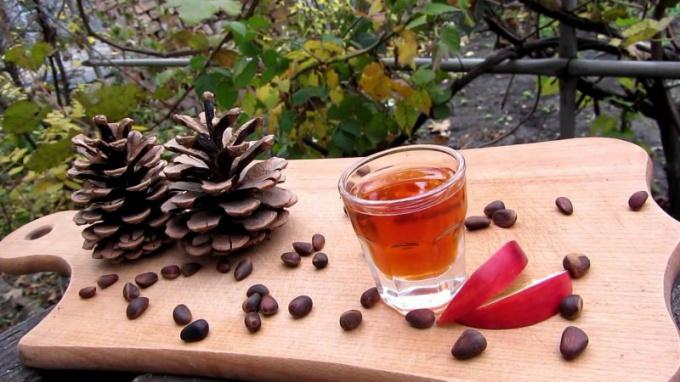 Как готовится настойка на кедровых орехах