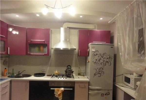 Прямоугольный воздуховод на кухне