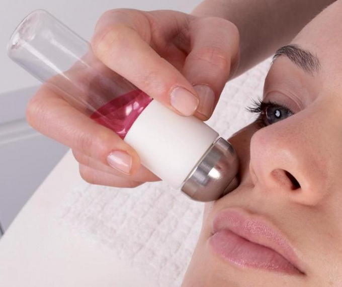 Аппаратная чистка лица: особенности процедуры