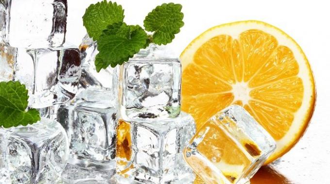 Из чего приготовить косметический лед для жирной кожи?