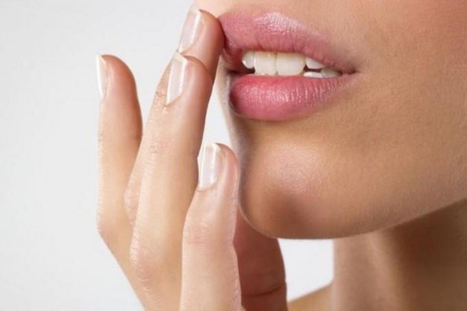 Простуда на губе: чем лечить