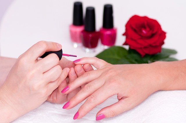 Manicure cover Shellac or biogel: compare and choose