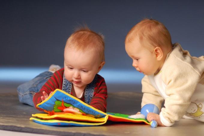 Какие игрушки нужны детям в 6 месяцев