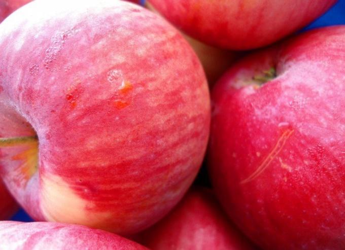 Яблоки во сне - хороший знак, если они сочные и свежие