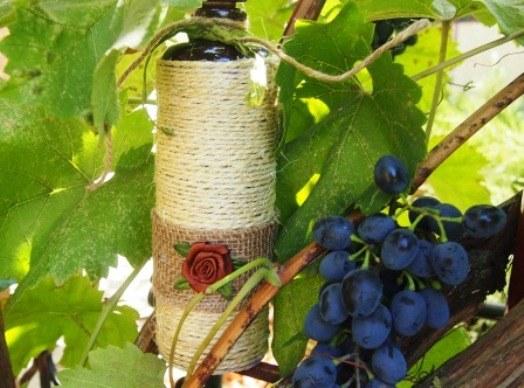 Как декорировать бутылку шпагатом
