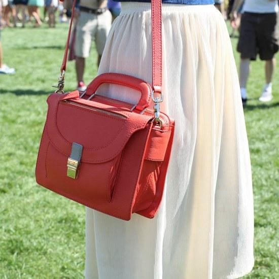 Тренды: женская сумка на длинном ремне