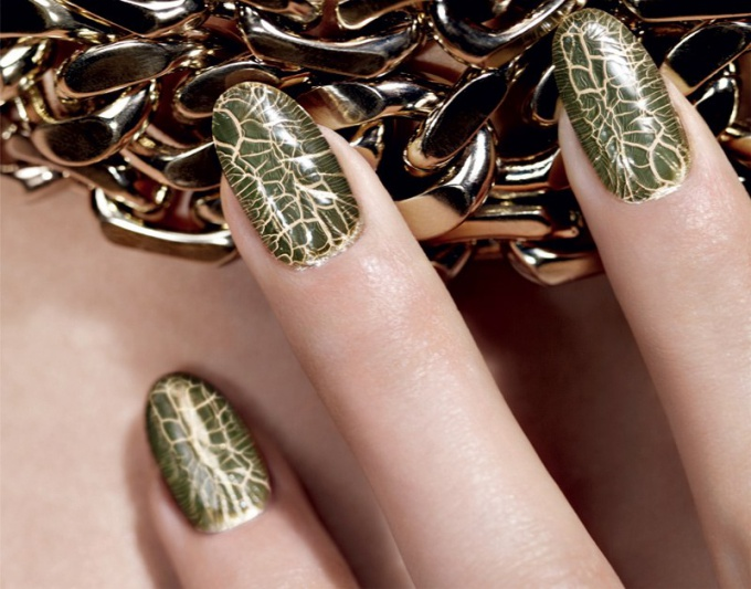 Trends: cracking nail polish