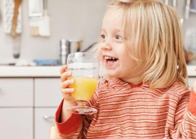 С какого возраста ребенку можно давать, сок не разбавляя его водой