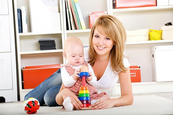 Какие игрушки нужны детям в 8-10 месяцев