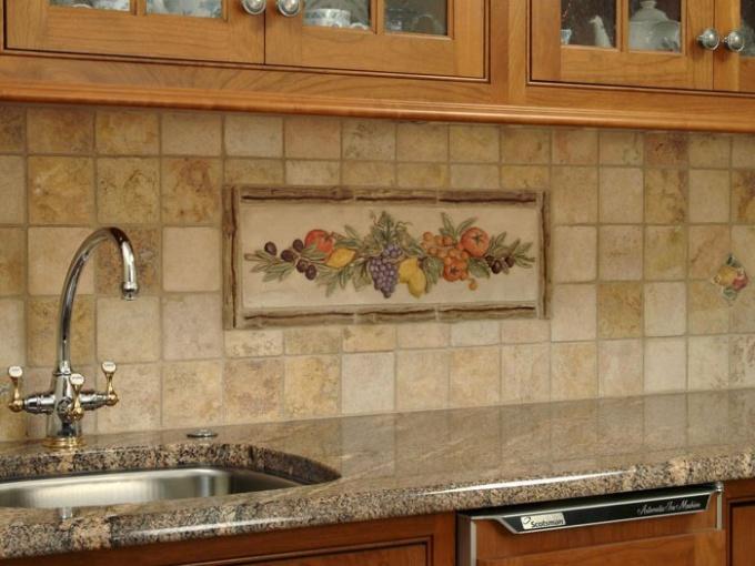Отделка кухонь: пластиковые панели либо кафель