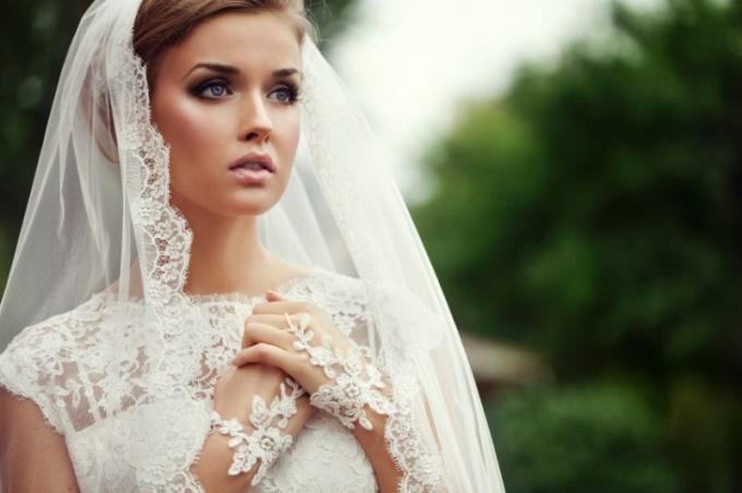 В каком платье принято выходить замуж второй раз