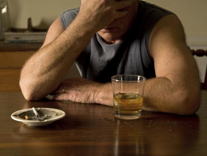 Чем отличается умеренно пьющий человек от алкоголика