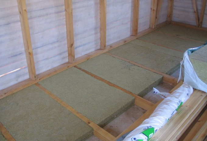 In the apartment can be insulated the floor joists
