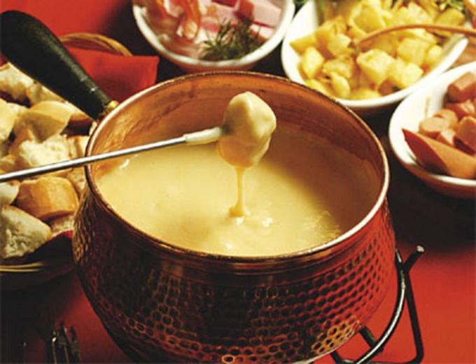 Фондю - изысканное швейцарское блюдо