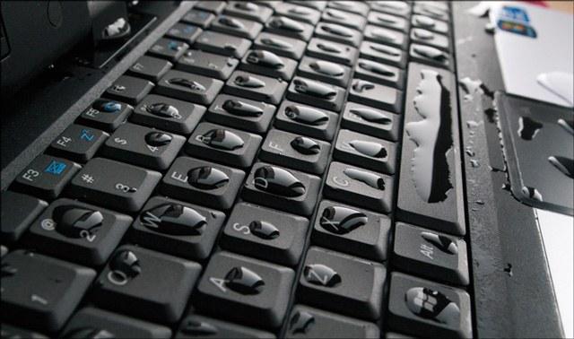 Что делать, если пролил воду на ноутбук