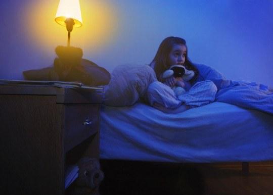 Обязательно ли спать при полностью выключенном свете