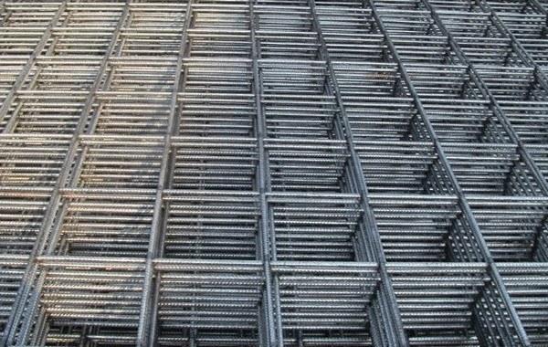 Бетон можно укрепить с помощью армирующей сетки