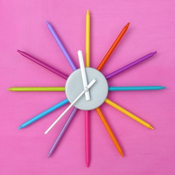 Детские настенные часы из фломастеров