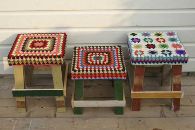 How to make the cushions on the chairs with their hands