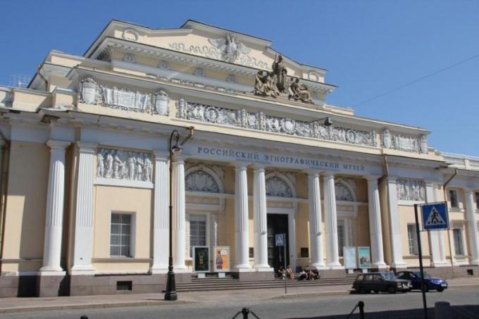 Российский этнографический музей находится на Инженерной улице