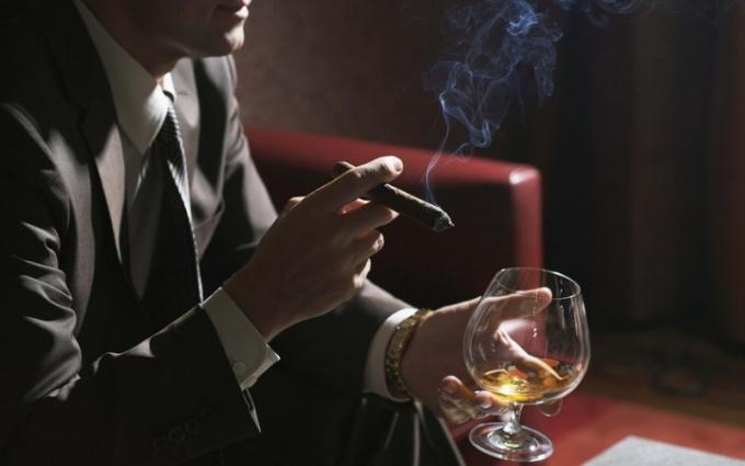 Стоит ли жить с богатым алкоголиком