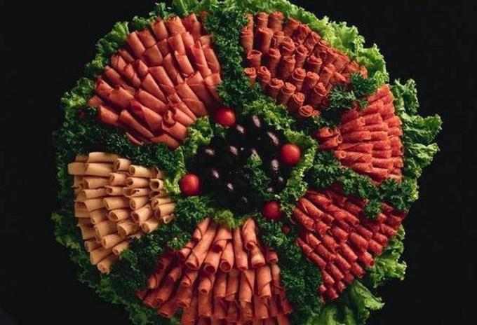 Как красиво оформить различные нарезки на праздничный стол