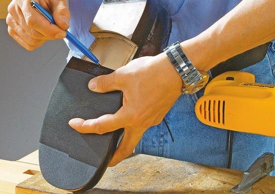 Самостоятельный ремонт обуви поможет вам сэкономить и быстро реанимировать любимые туфли.
