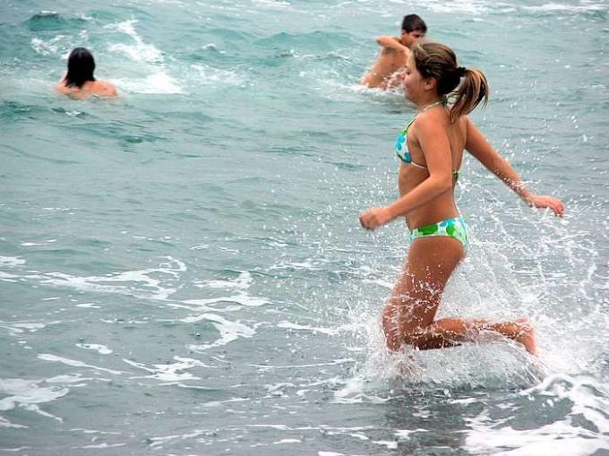 При какой температуре воды можно купаться