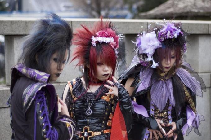 Visual Kei— японская версия треша.