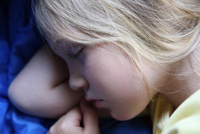 Ребенок спит днем - как отучить?