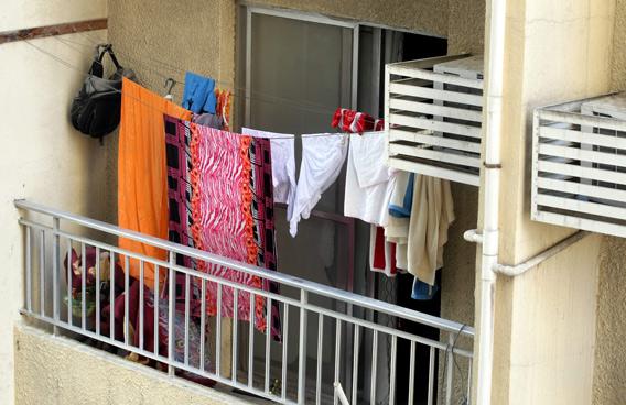 Как высушить одежду на балконе