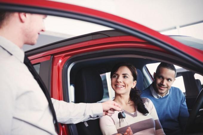 Как забрать новый автомобиль из салона