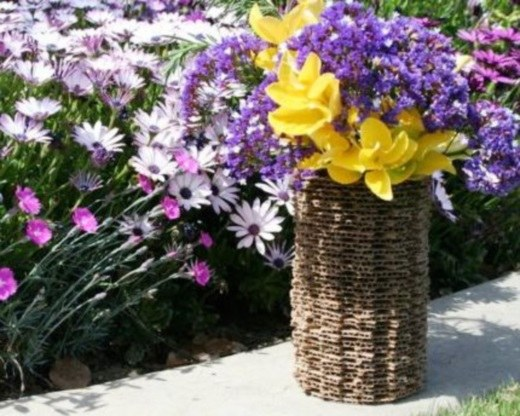 Картонная ваза