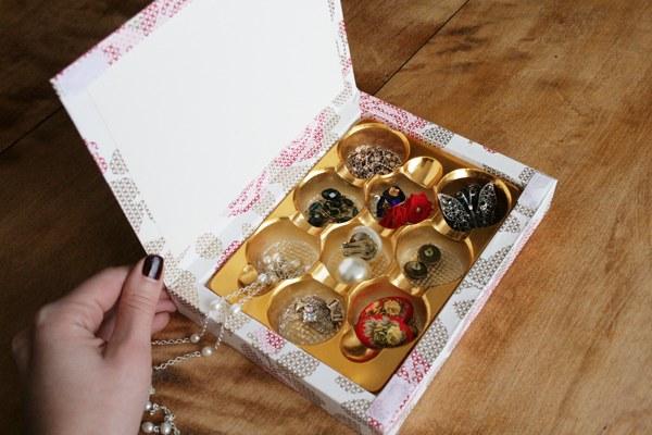Шкатулка для украшений из конфетной коробки