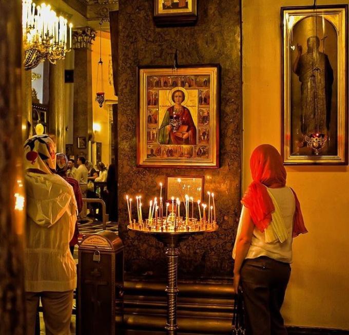 Икона Пантелеймона Целителя помогает каждому молящемуся
