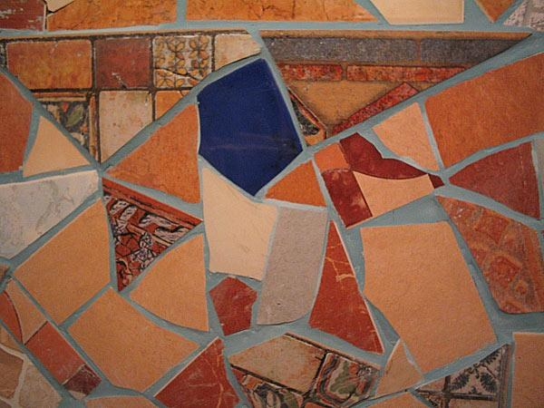 Мозаику из битой плитки можно сделать своими руками