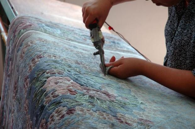 Делаем коврики из старых вещей