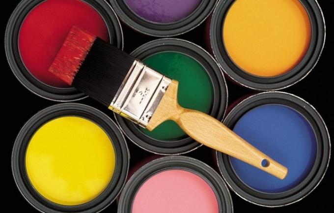 Старую краску можно удалить с помощью специальной смывки