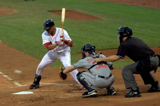 Американский бейсбол — самая популярная в мире игра с битой и мячом