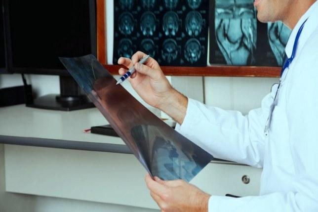 Аденома надпочечника: причины, симптомы и методы лечения