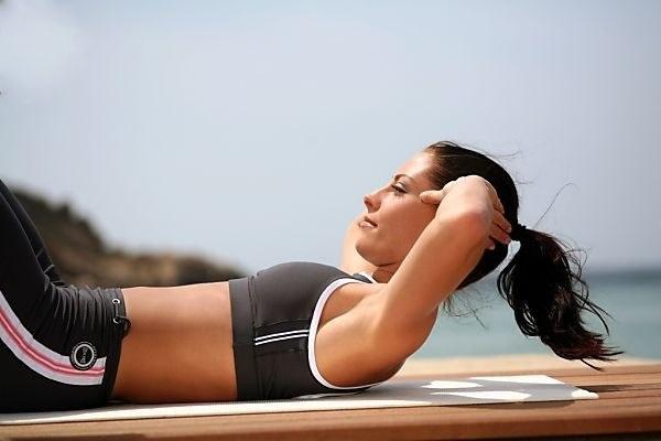 Как быстро убрать живот: упражнения для дома